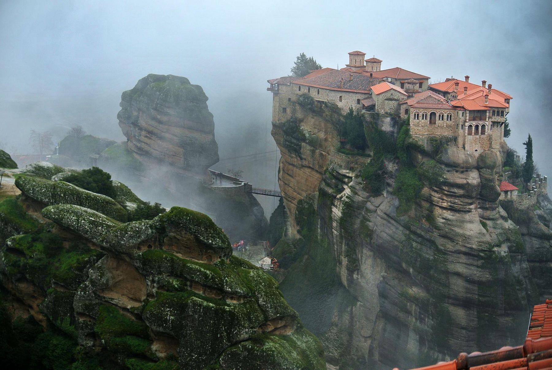 Meteora Kloster iStock 589435340