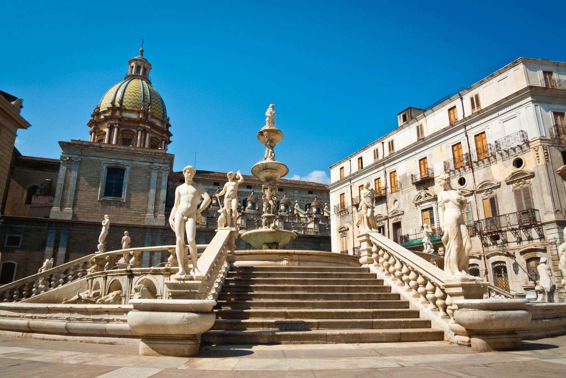 Palermo Piazza Pretoria iStock529371587 web 01