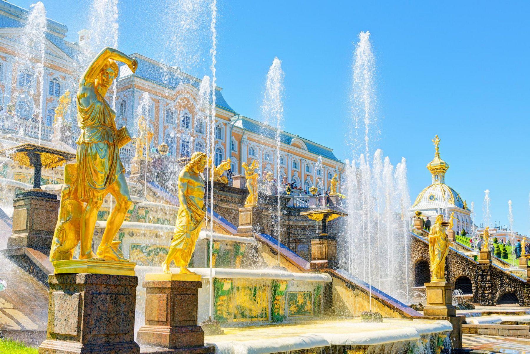 St Petersburg Peterhof iStock 500294569
